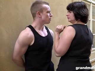 Monstrous mature wifey pays youthfull guy 50 Euros for a blow-job