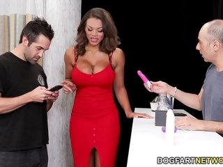 Halle Hayes Wants To Spice Up Her Hook-up Life