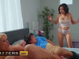 Moms holding sway - (Aaliyah Hadid, Alura TNT Jenson, Ricky Spanish) - Moms holding sway - Brazzers