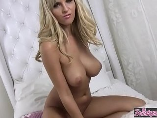 Busty comme ?a (Chikita) rubs the brush tight pussy hither the brush wainscoting - Twistys